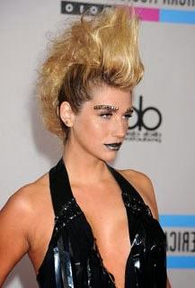 Corte de cabelo moicano feminino da Kesha