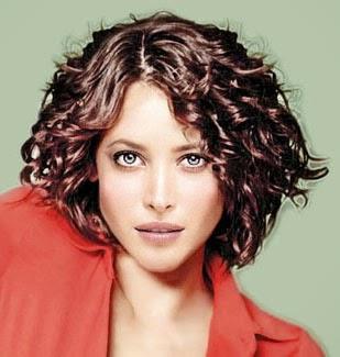 Penteados para cabelos cacheados curtos