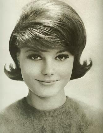 penteados anos 60 feminino passo a passo com topete um poco mais alto