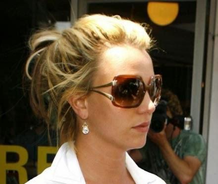 Britney Spears com coque desarrumado