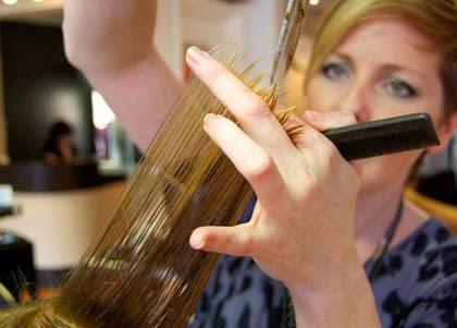 como cortar o próprio cabelo em casa