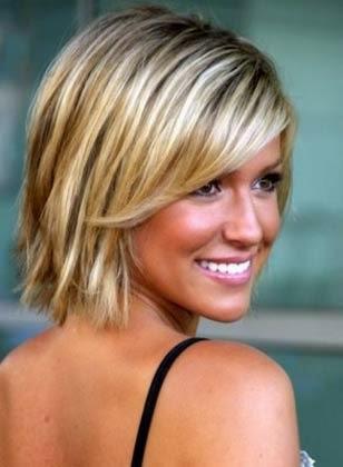 Modelo de cabelo curto liso para mulheres