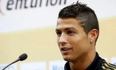 Cabelo do Cristiano Ronaldo em 2011 com riscos no lado