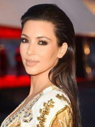 Penteado liso e longo da Kim Kadarshian