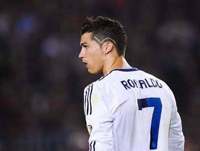 Qual é o nome do corte de cabelo com linha na lateral do Cristiano Ronaldo