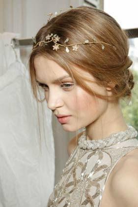 penteados com tiara de flor