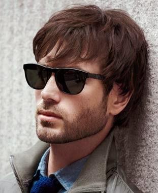 Cortes de cabelo masculino cabelos medio com oculos de sol