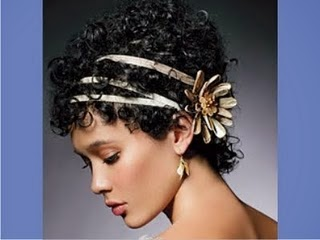 Corte feminino cacheado para disfarçar testa