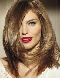 Corte feminino para cabelos longos que disfarça testa
