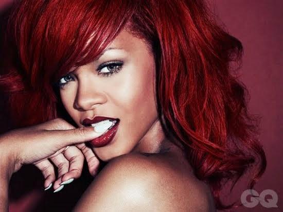Rihanna com corte volumoso