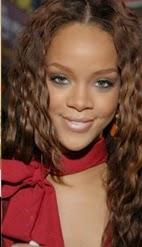 Rihanna com cabelos ondulados - como fazer