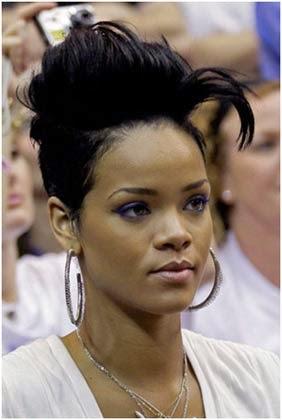 Corte da Rihanna com topete
