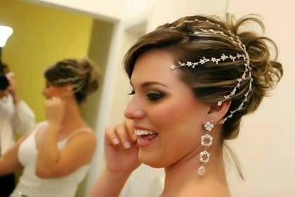 Penteado curto com coque para noiva