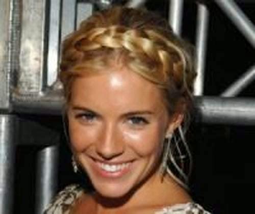 imagem de penteado de cabelo no estilo grego
