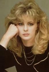 penteado volumoso estilo anos 80