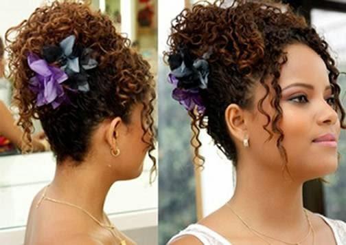 Penteados para cabelos curtos e cacheados em morenas