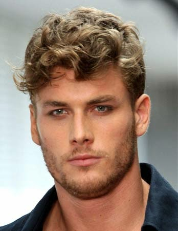 penteado masculino com franja - cabelos cacheados