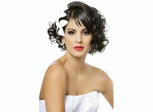 penteados com flores no cabelo